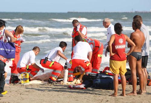 soccorsi-118-malore-in-spiaggia