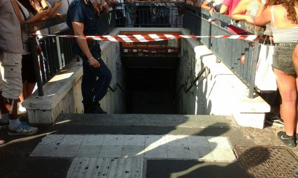 Tragedia a Roma, bimbo precipita nell'ascensore durante un soccorso