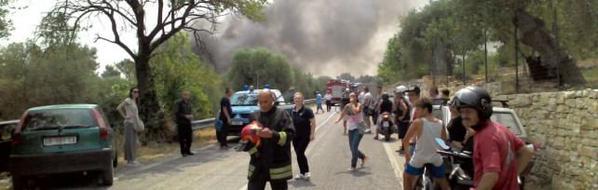 Bari, esplode fabbrica pirotecnica: soccorsi in diretta