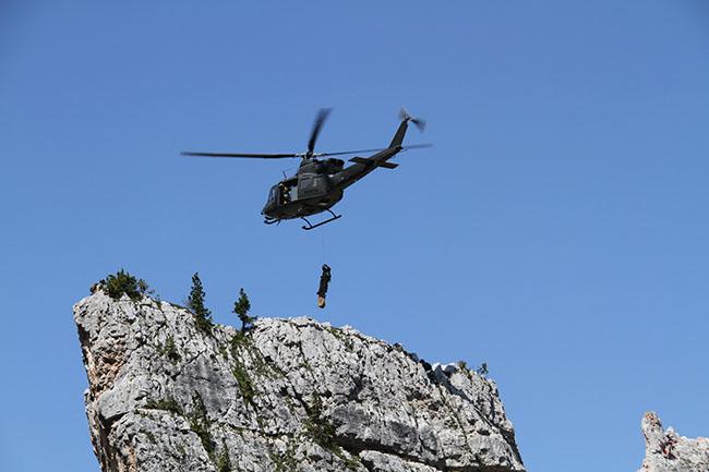 5 Torri 2015, l'Europa del soccorso in corda si esercita con gli Alpini dell'Esercito | Emergency Live 5
