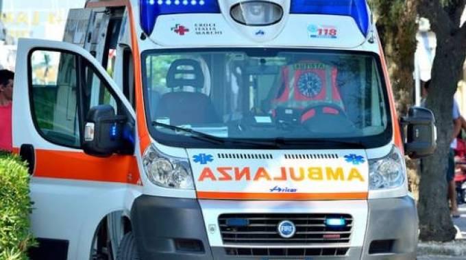 Avezzano, le auto bloccano le ambulanze in codice rosso, i soccorritori sposatano i limitatori del traffico