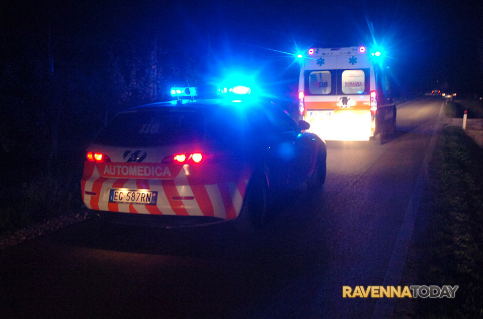 Schianto fra automedica e camper, 7 feriti