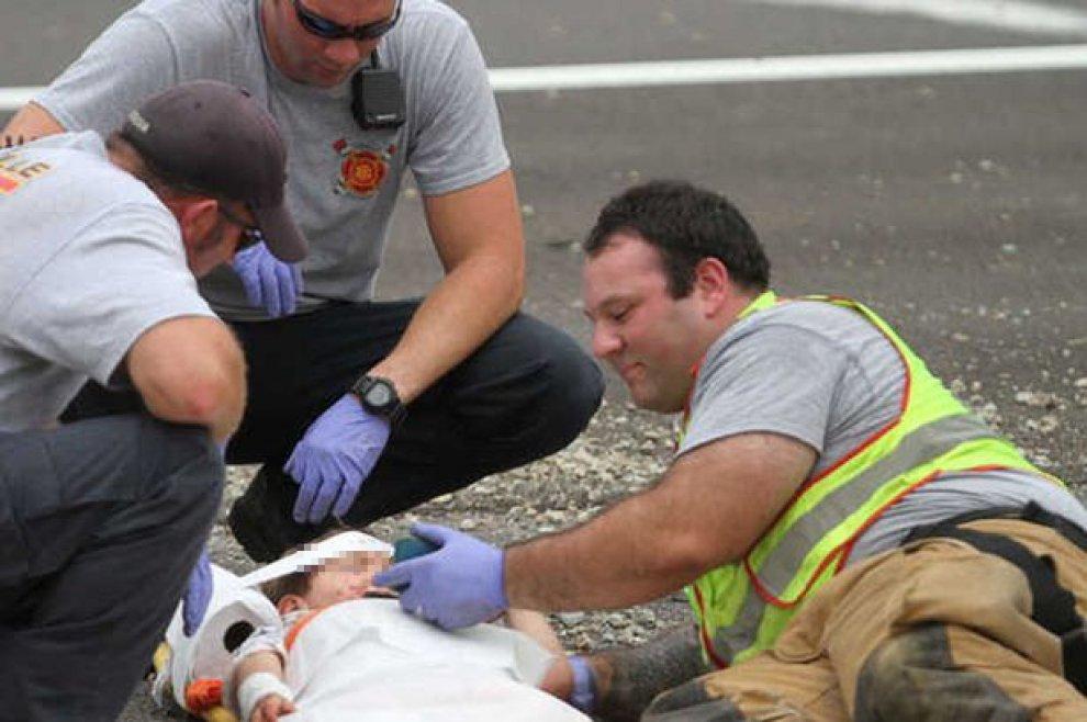 Empatia in emergenza: il Vigile del Fuoco calma il bimbo dopo l'incidente