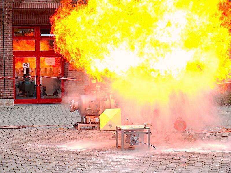 esplosione-fuoco