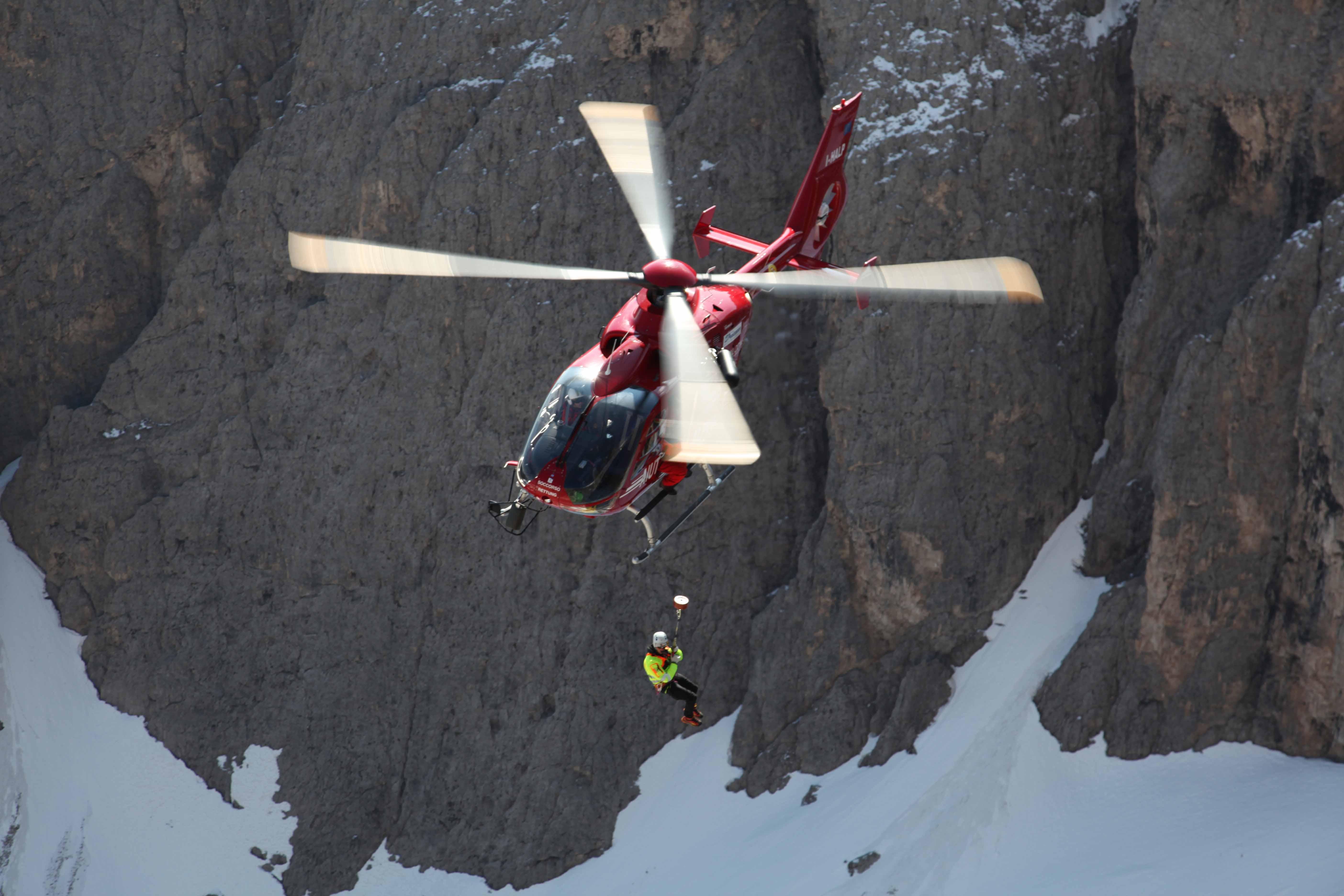 Cavalieri della Repubblica, fra gli Eroi normali anche Kostner, il fondatore dell'Aiut Alpin | Emergency Live 11