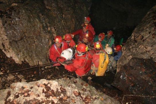 Esercitazione in grotta, a Giffoni (SA) all'opera i tecnici volontari CNSAS