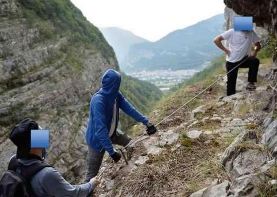 """Pubblicano la foto del trekking in ferrata, sgridati dai soccorritori: """"Non mettere a rischio la vita degli altri!"""""""