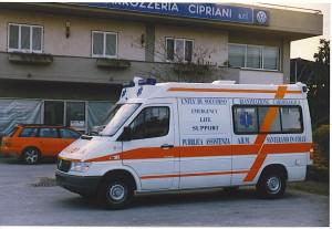 Fig.13 )Mercedes Sprinter per la P.A.Santeramo in Colle (BA) - foto da depliant della carrozzeria