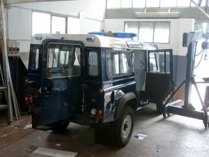 in allestimento, una Land Rover Defender ambulanza, destinata in prov. di Belluno