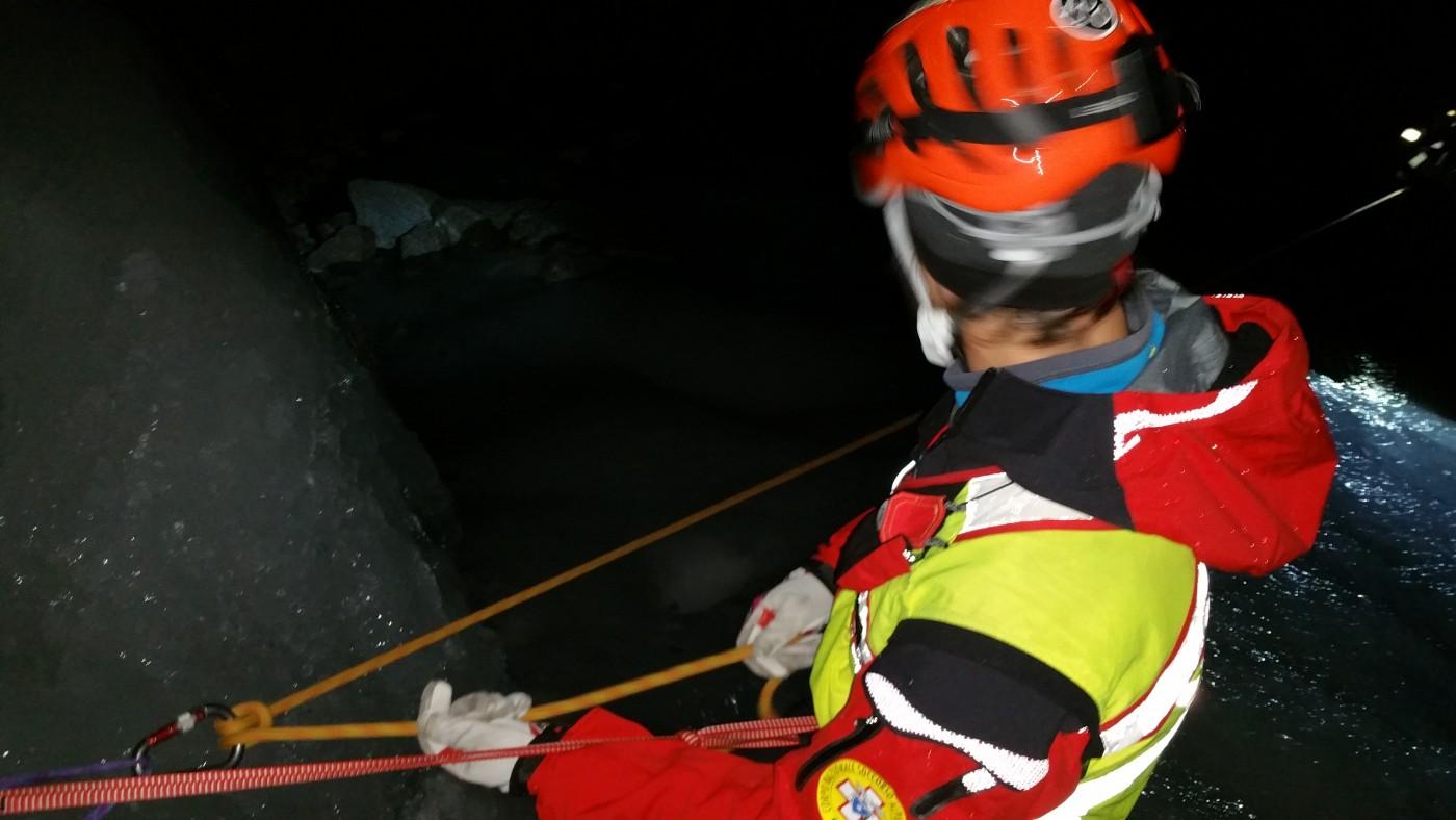 Salvataggio notturno su una cascata di ghiacchio. Un'operazione di recupero complessa CNSAS e REGA