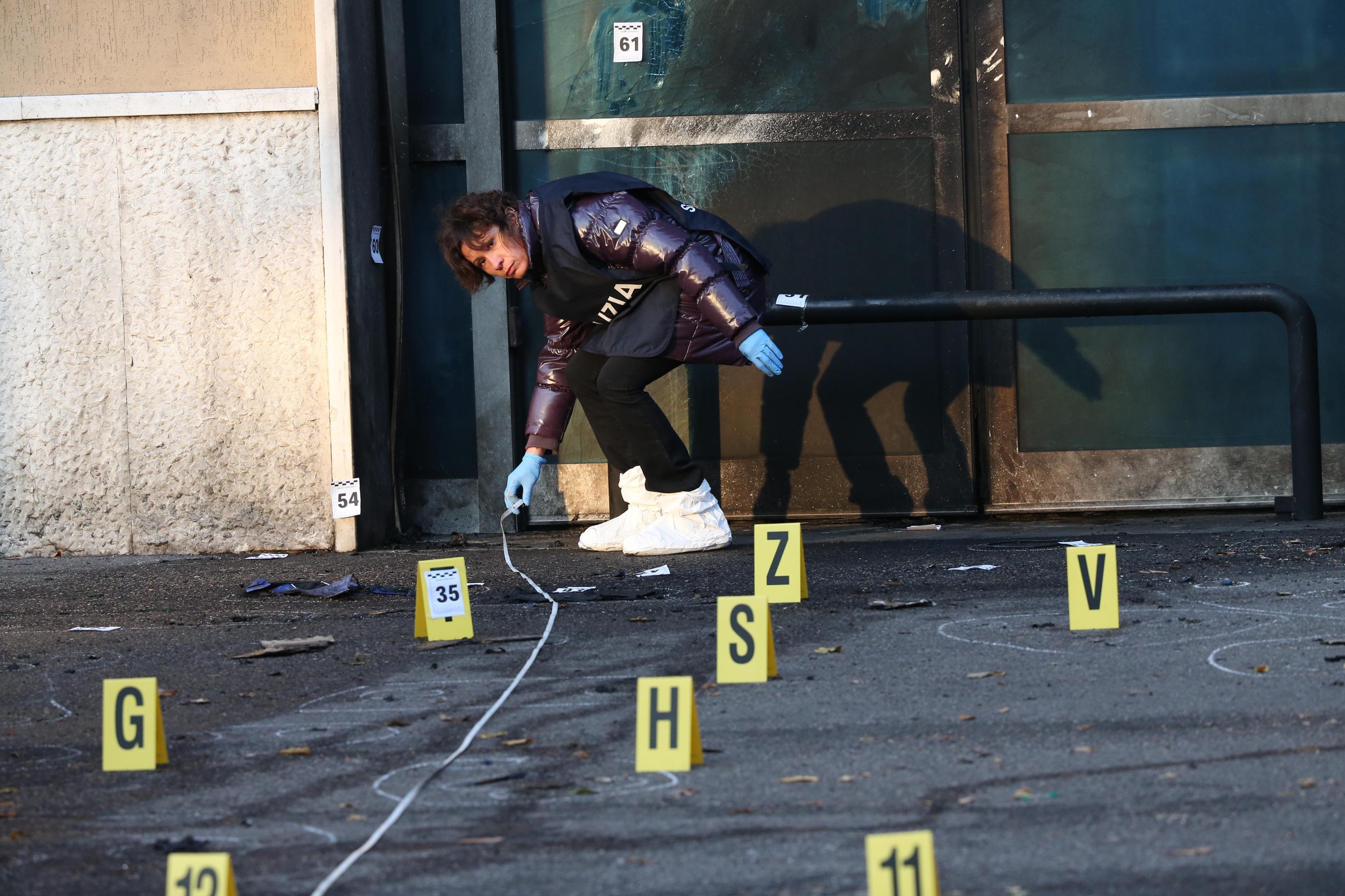 ++ Ordigno esploso davanti a sede Polizia a Brescia ++