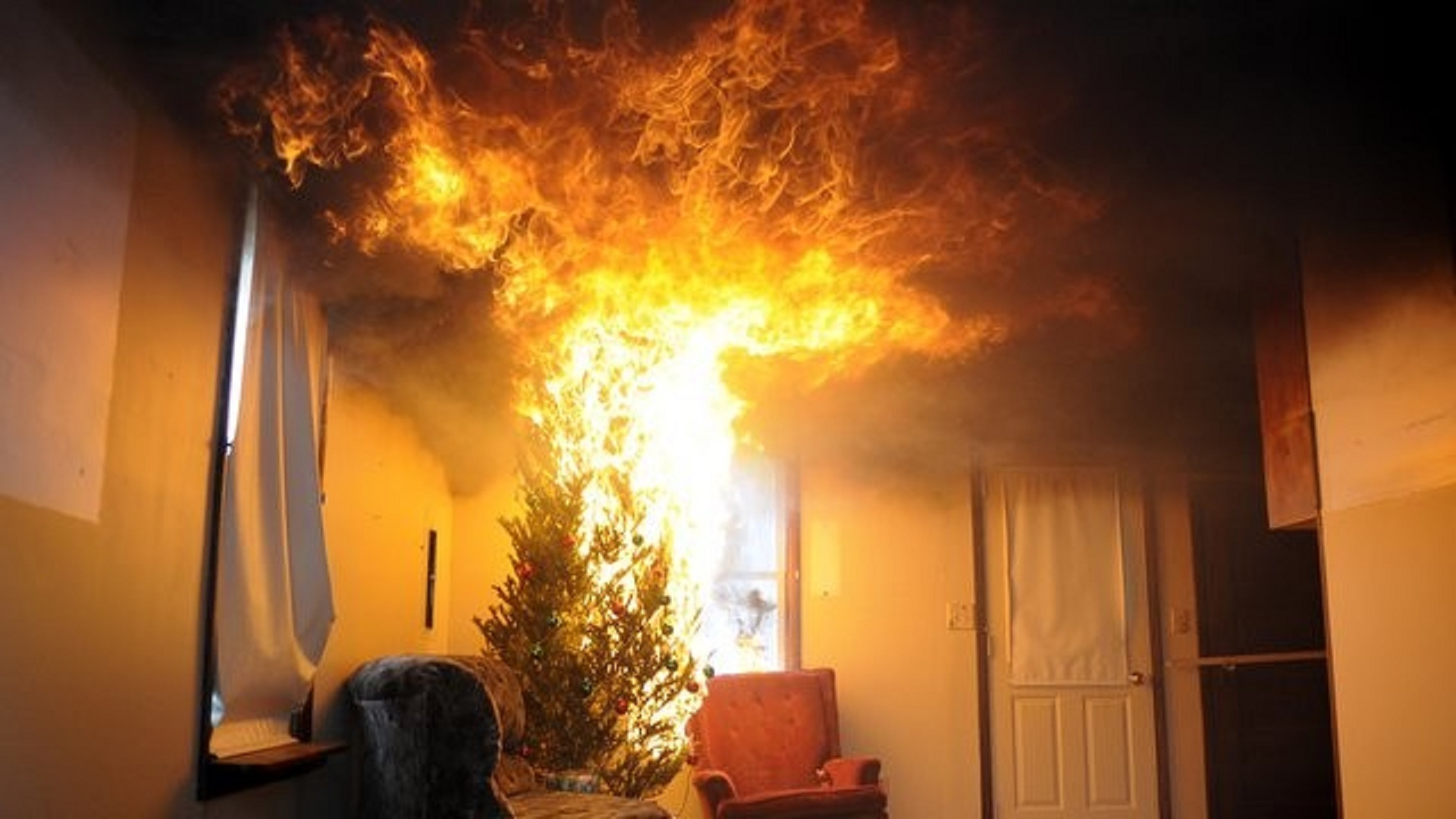 albero-natale-fuoco-incendio