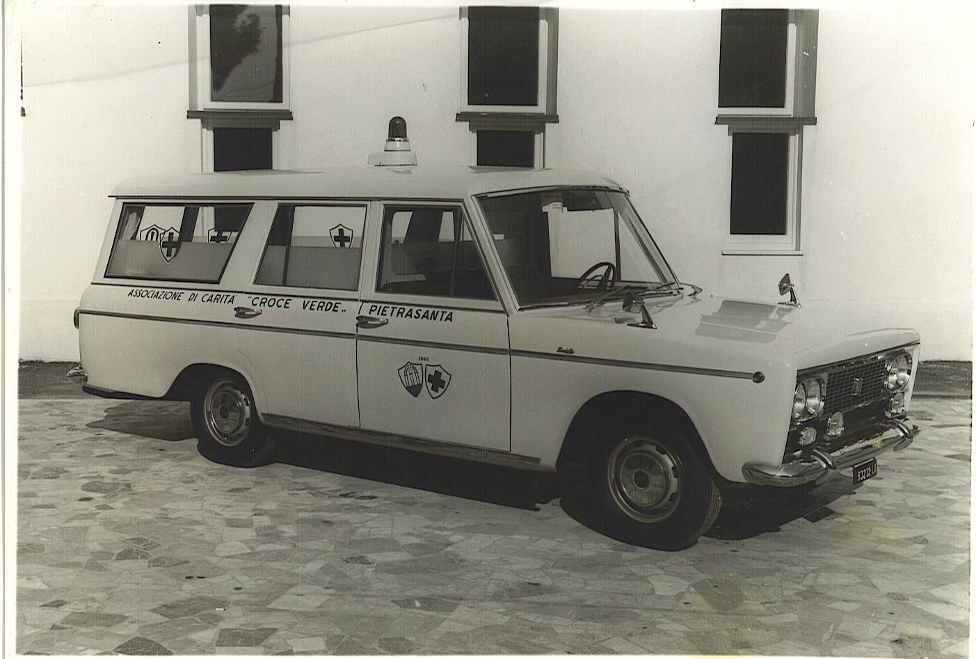 Foto 07: Mantelli nel 1966 realizza questa ambulanza su telaio Fiat 2300 – foto ASCVP