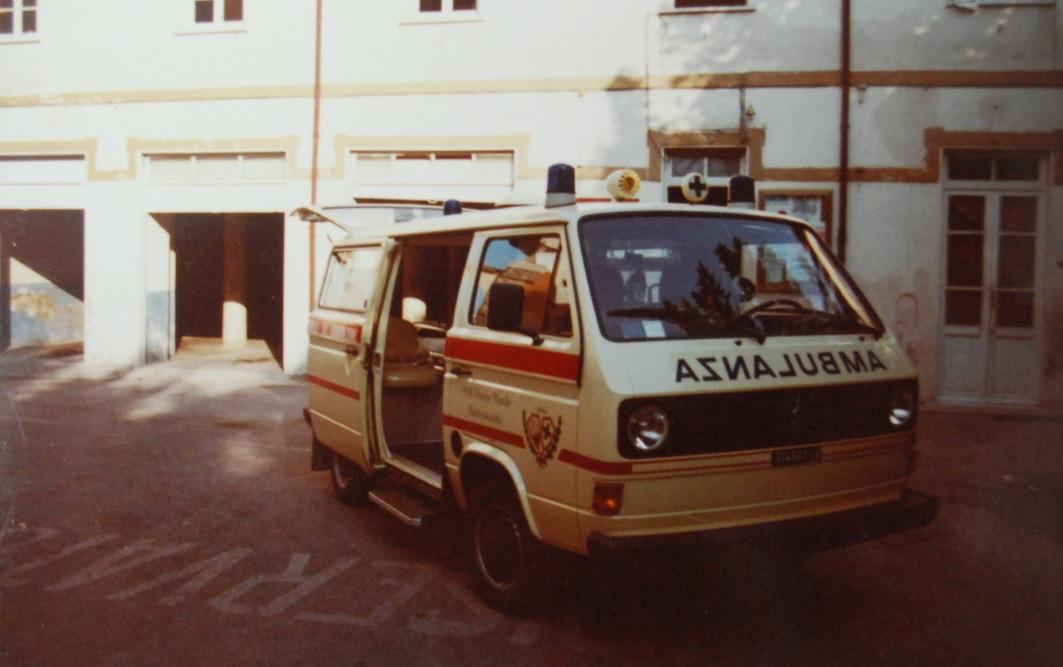 Foto 17: Dicembre 1981, il Volkswagen t3 tetto basso, originale VW, rifatto internamente da alcuni dipendenti della P.A. – foto ASCVP