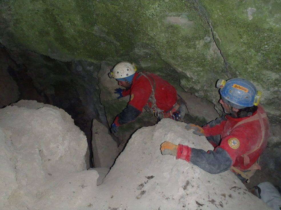Salvataggio alla grotta del Partigiano, le immagini del SAER | Emergency Live 2