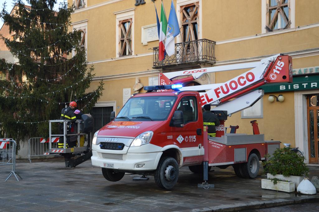 Vigili del Fuoco, l'amore degli italiani verso il Corpo Nazionale è condiviso... dalla Befana! | Emergency Live 8