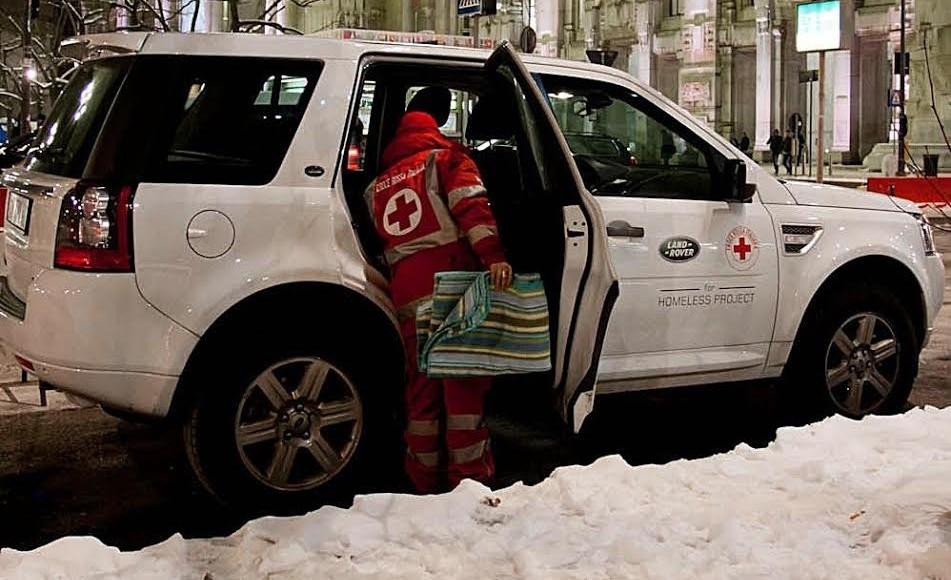 Homeless project: il 30 gennaio il pasto della solidarietà di Croce Rossa e Land Rover