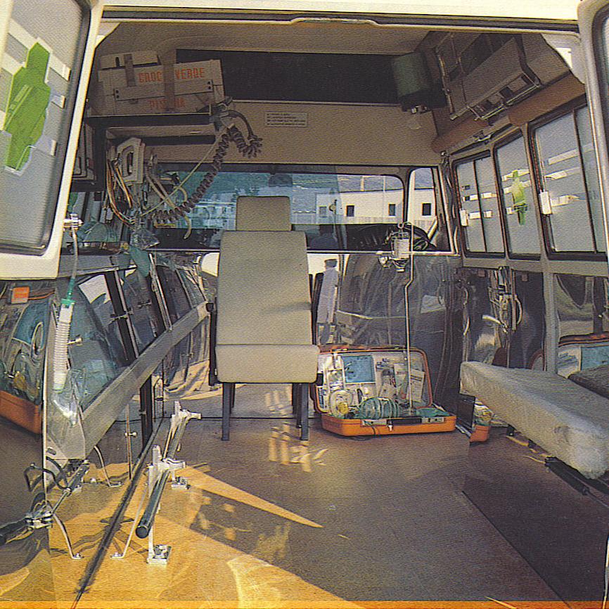 foto 04: stesso allestimento New Life per la Croce Verde di Pistoia; possiamo apprezzare gli interni nella seconda foto tratta da un depliant M.A.F.