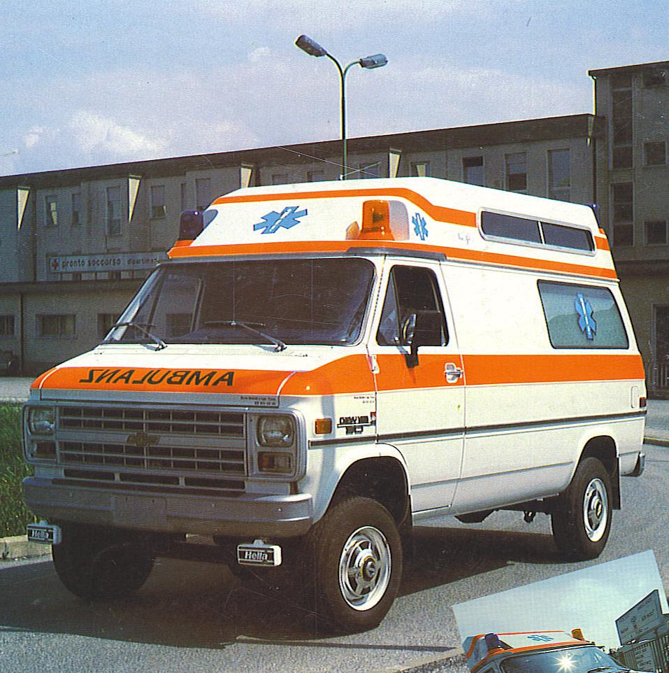 Foto 62: Chevrolet Chevy Van m.y. 1982, modello che in Italia non è mai stato importato ufficialmente ma che invece aveva una discreta richiesta in Svizzera, Paese cui infatti è destinata questa bella ambulanza – foto da depliant M.A.F.