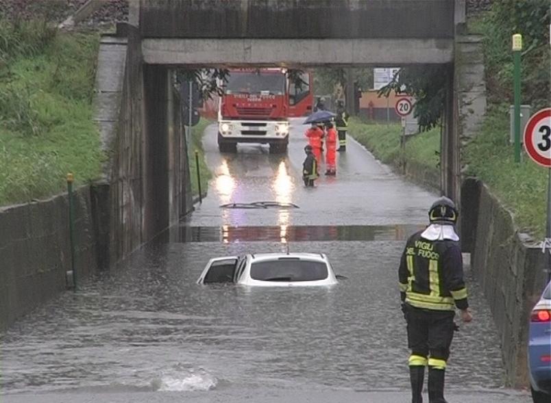 Rischi mortali: non rispettare la segnaletica durante un'alluvione