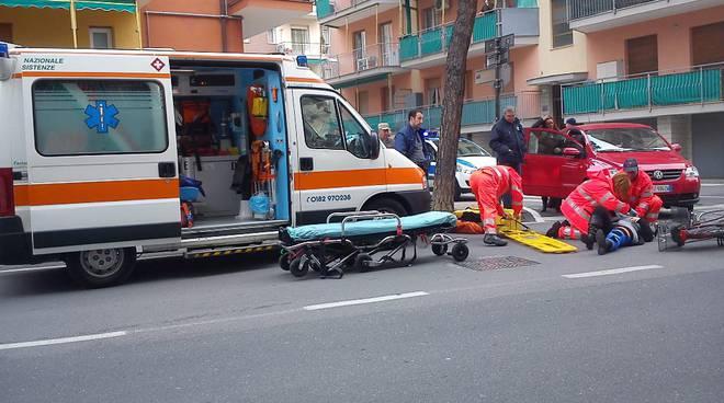 ambulanza-ferito-croce-bianca-144743.660×368