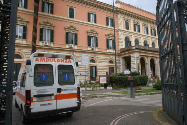 Spaccio di cocaina con l'ambulanza dell'ospedale, tre arresti a Roma