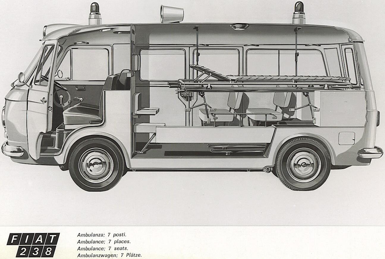 Foto 02 : interessante spaccato del Fiat 238 in versione bassa con alloggiamento della seconda barella sovrapposta alla principale.