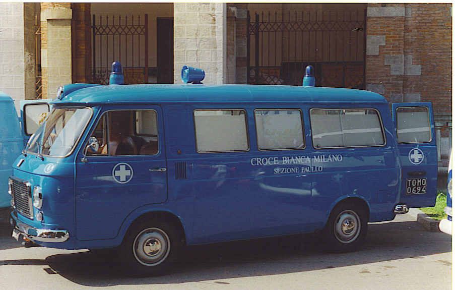 Foto 04: Fiat 238 originale Fiat con la livrea Croce Bianca Milano sez. Paullo dell' Autoparco Storico della stessa associazione - foto Alberto Di Grazia