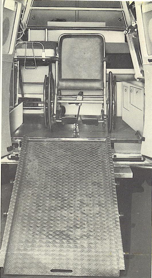 Foto 44: infine, soluzione una barella e una carrozzina,  ed un particolare dello scivolo con il quale fare salire la barella o, all'occorrenza e come nella foto, la sedia a rotelle – foto da depliant Grazia