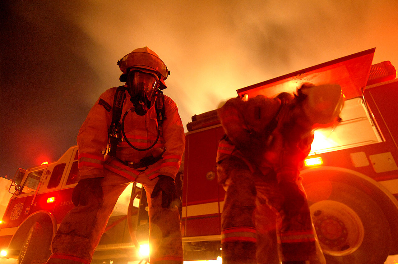 1280px-Firefighters_in_Iraq