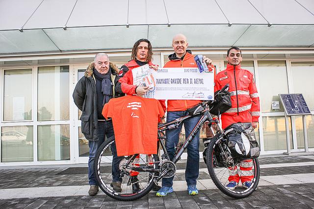 Dall'Emilia terremotata parte in bici per aiutare il Nepal. Sostieni anche tu Davide Gaddi