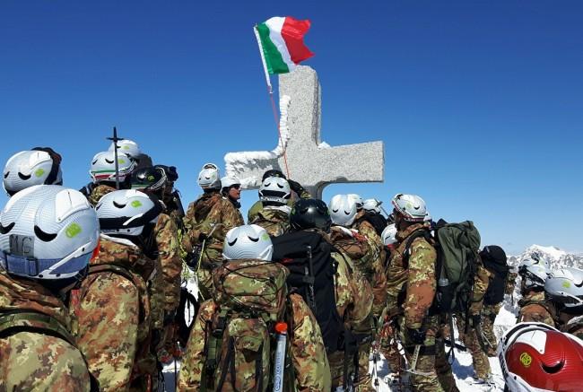 Addestramento scialpinistico ad alta quota per gli Alpini della Julia
