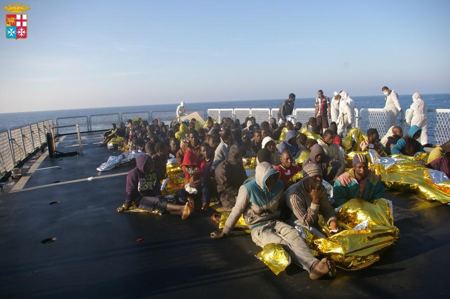 Croce Rossa Italiana su una delle navi di MOAS per garantire assistenza sanitaria a bordo