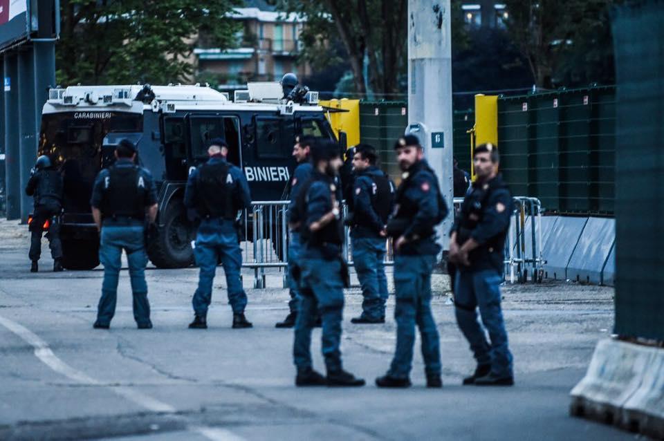 Esercitazione Metropolis, anti terrorismo a Milano davanti allo stadio San Siro: Fotogallery e video | Emergency Live 16