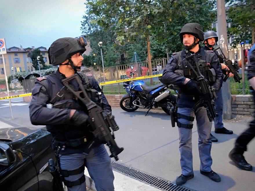 Esercitazione Metropolis, anti terrorismo a Milano davanti allo stadio San Siro: Fotogallery e video | Emergency Live 8