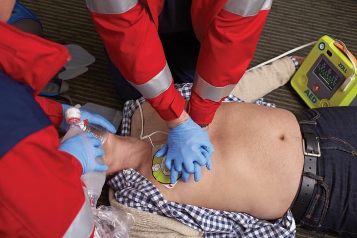 Defibrillatore_ZOLL_DAE_AED3_massaggio