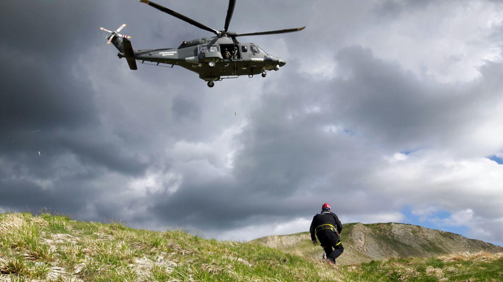 Ricerca e salvataggio dispersi dopo incidente aereo: le immagini della simulazione SAER CNSAS