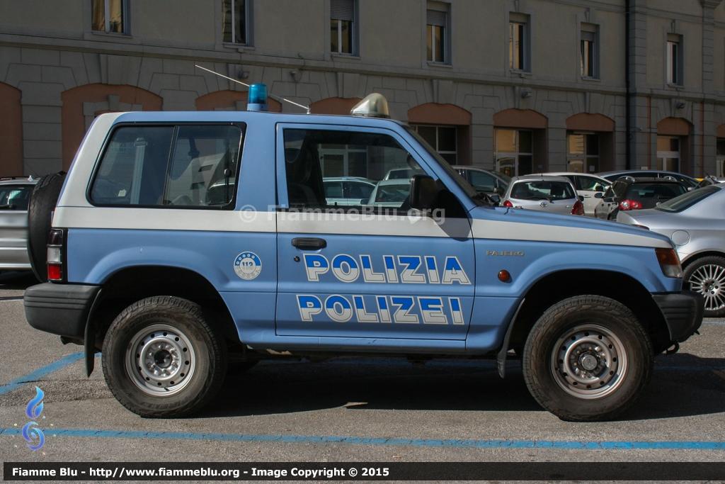 """Una Questura """"graficamente"""" diversa: viaggio nell'autoparco della Polizia a Bolzano"""