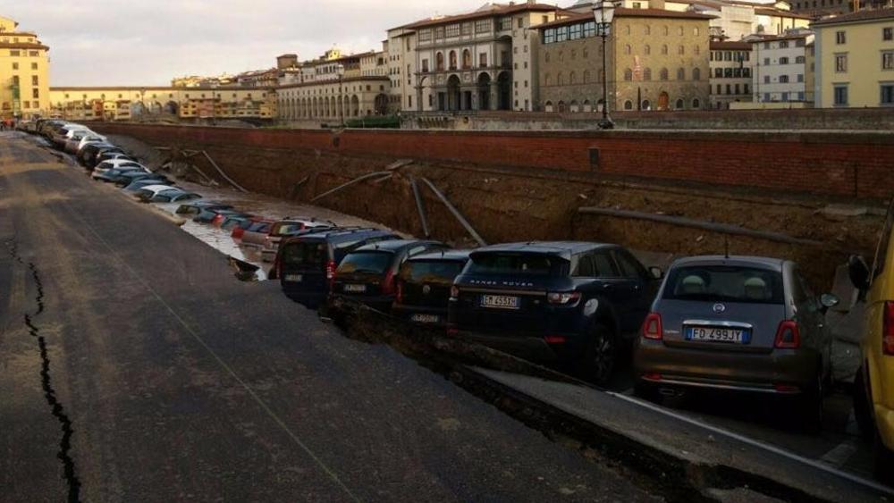 A Firenze c'è stato un problema in lungarno
