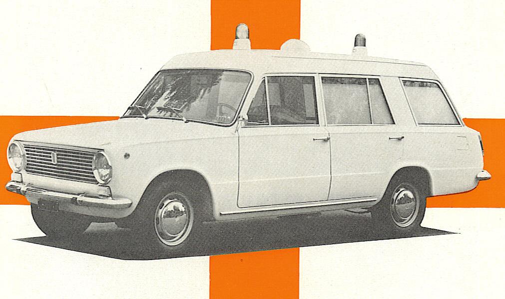 """Foto 04: una foto presa dalla copertina del depliant Boneschi della Fiat 124 """"sopraelevata"""": lo spessore del montante posteriore tradisce dove abbiano avuto inizio i 25 cm in più di lunghezza"""