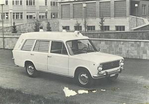 Foto 06: vista frontale della stessa macchina; in questo esemplare la sirena a fischio è posizionato sul tetto della cabina di guida -foto da depliant Coriasco
