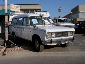 Foto 09: Fiat 125 elaborata da Fissore, recuperata nel 2003 circa dal Gruppo Ambulanze d'Epoca della Misericordia di Montemurlo (PO) presso il secondo intestatario della macchina, la Misericordia di Panni (FG). Qui è fotografata durante una esposizione –foto ADG