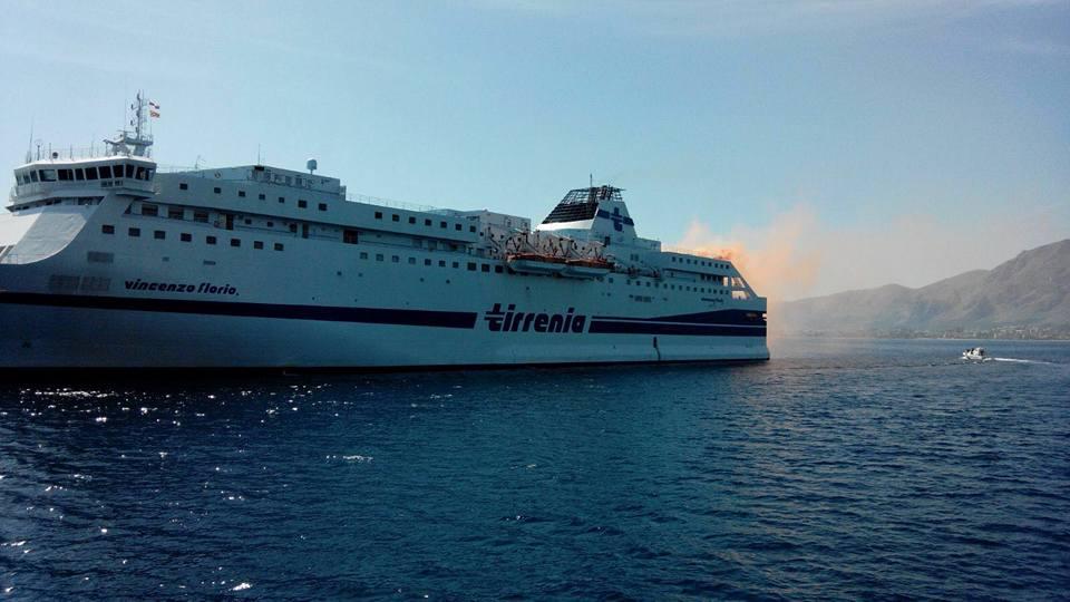 Palermo, maxi esercitazione con nave in fiamme e danni ingenti – GUARDA LE FOTO