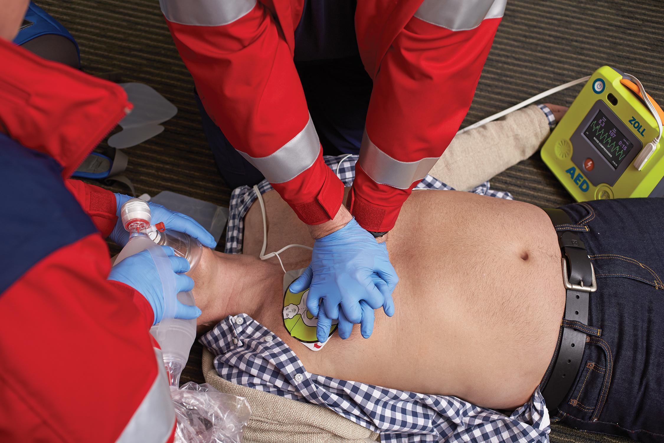 Defibrillatore obbligatorio, ma come? Breve guida per installazione e formazione