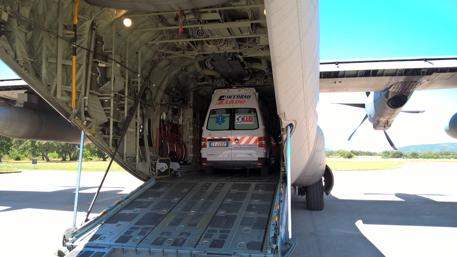 Bimbo in pericolo di vita, trasportato da Alghero a Genova con un C-130 dell'Aeronautica