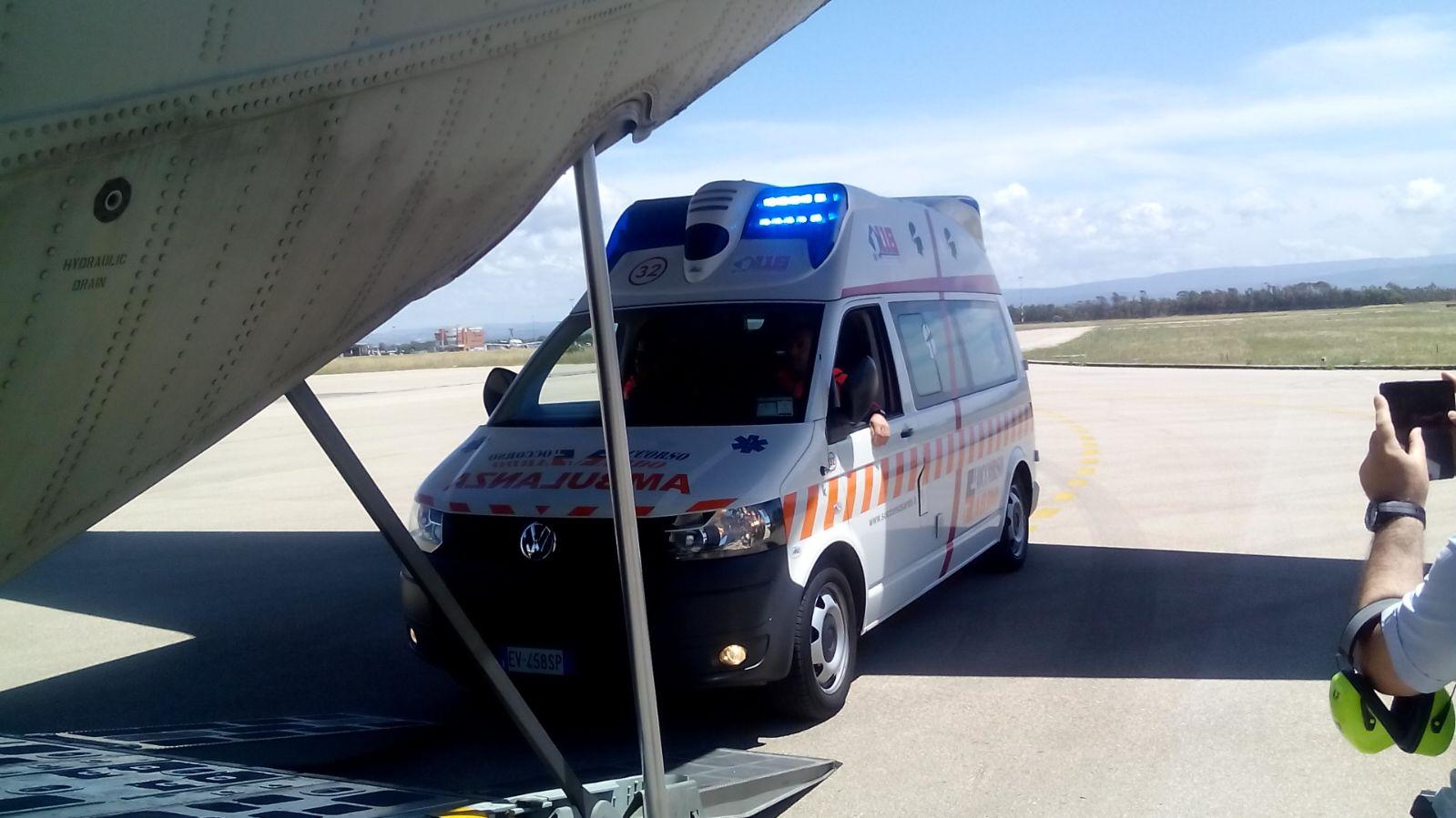 Bimbo in pericolo di vita, trasportato da Alghero a Genova con un C-130 dell'Aeronautica | Emergency Live 3