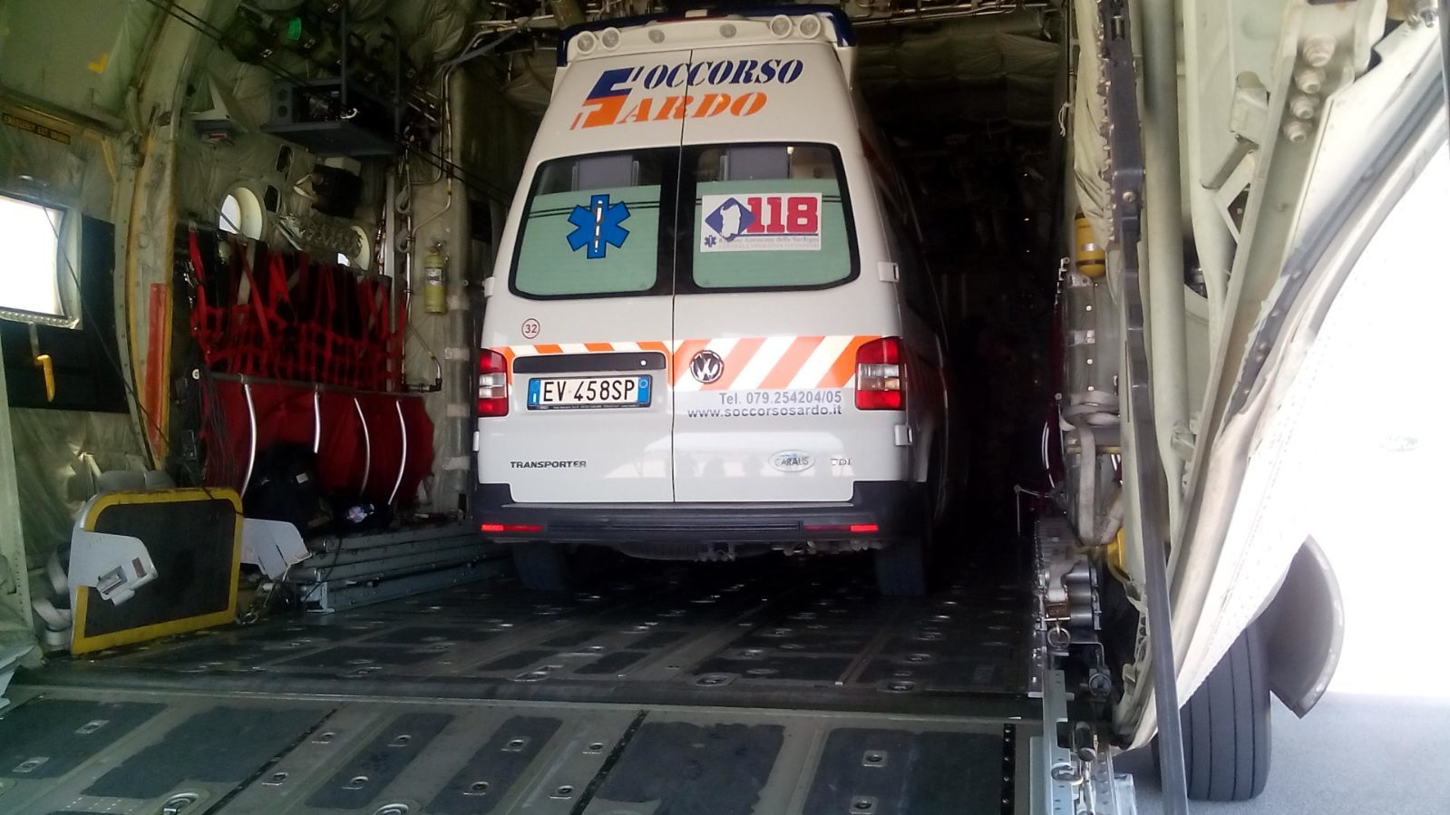Bimbo in pericolo di vita, trasportato da Alghero a Genova con un C-130 dell'Aeronautica | Emergency Live 4