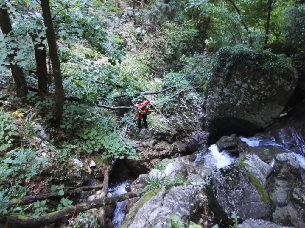 I pericoli del recupero con verricello. L'esperienza del CNSAS di Verona nel budello di Vaio dell'Orsa | Emergency Live 8