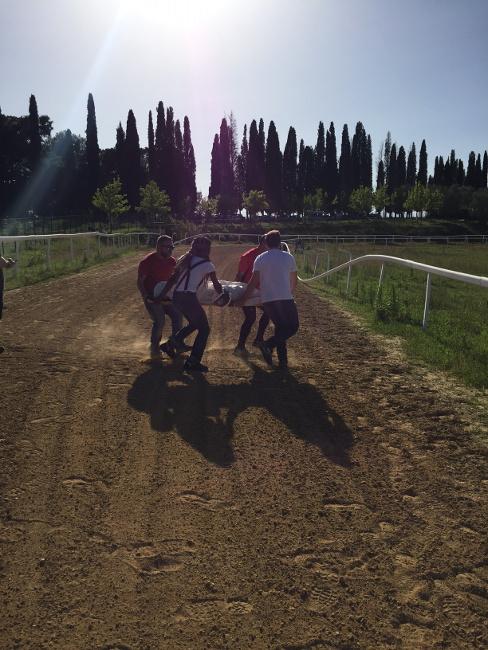 Palio: la Misericordia di Siena pronta al soccorso dei fantini