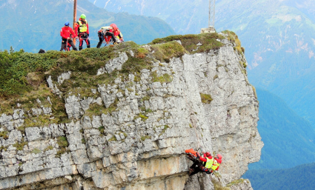 Esercitazioni del Soccorso Alpino: gemellaggio fra SA Agordino e Lecchese al Memorial Anghileri